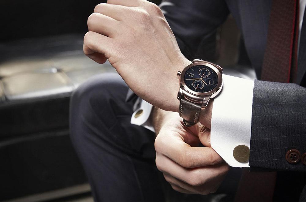 đàn ông đeo đồng hồ tay nào