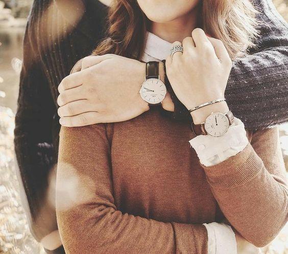 nuex đeo đồng hồ tay trái hay tay phải